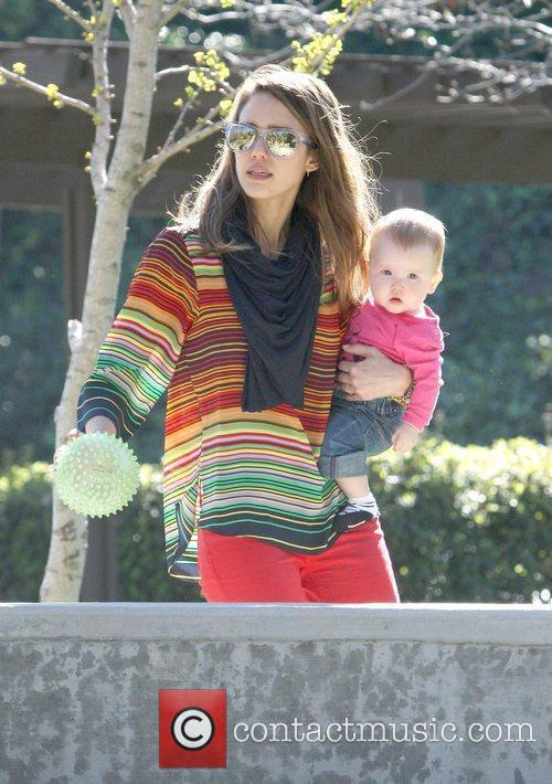 jessica alba playing in the park in 5813812