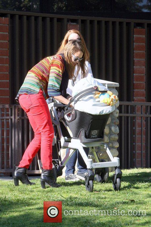 jessica alba playing in the park in 3792142