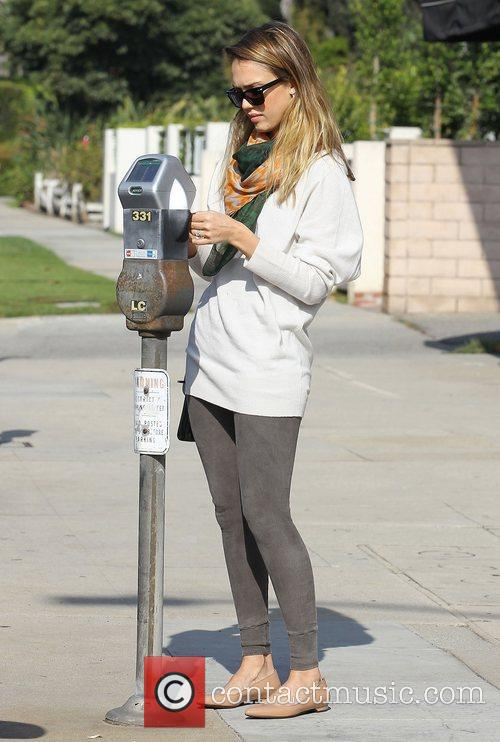 Jessica Alba and Beverly Hills 7