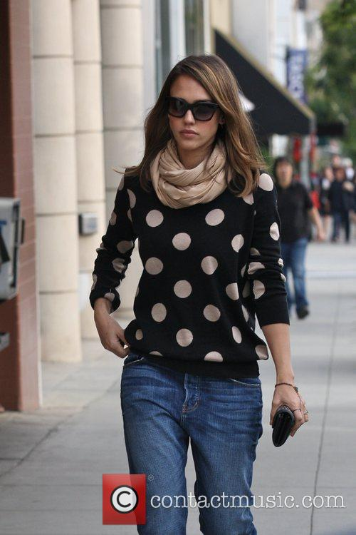 Jessica Alba going to get her nails done...