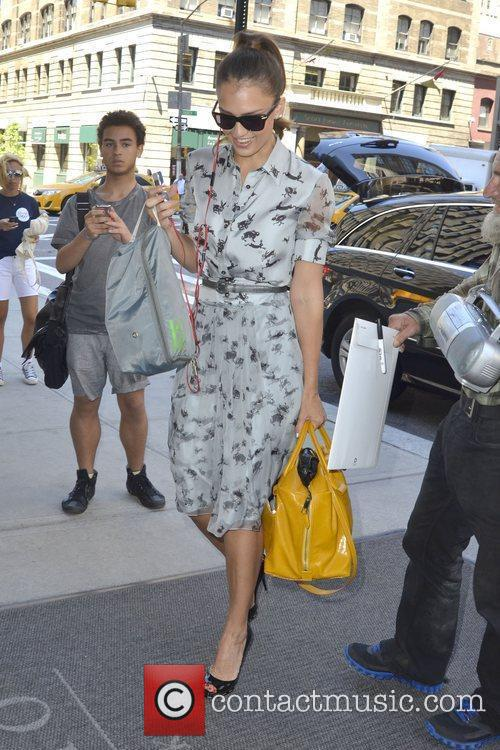 jessica alba arrives at her hotel after 5883685