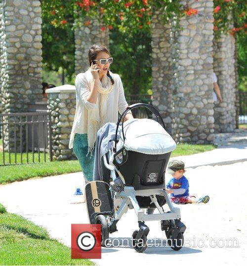 jessica alba takes her daughters to a 5840888