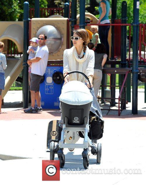 jessica alba takes her daughters to a 5840898