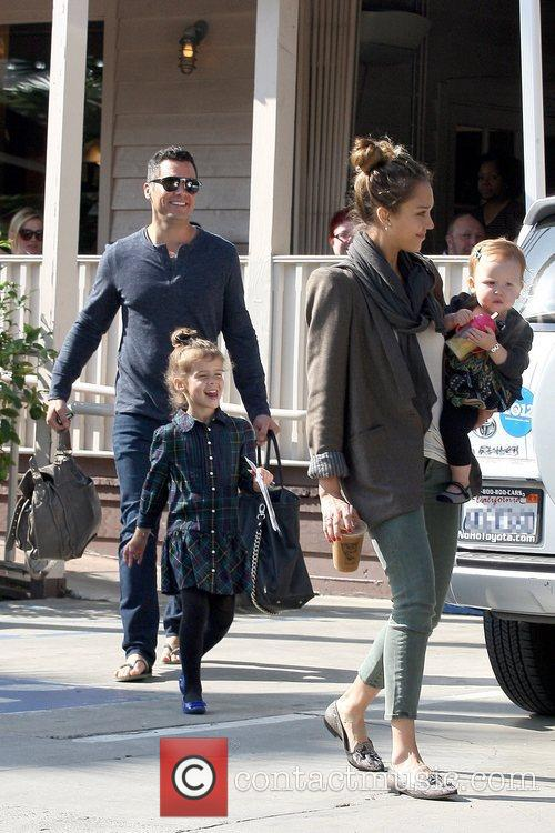 Cash Warren, Honor Warren, Haven Warren and Jessica Alba 1