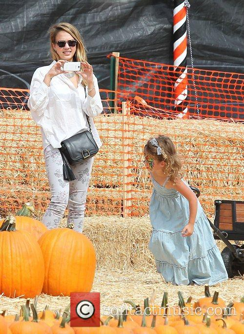 jessica alba and her daughter honor enjoy 4116533