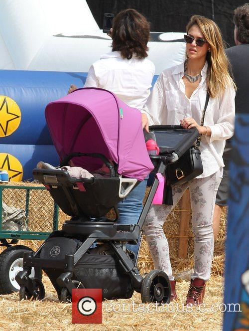 jessica alba spends the day with her 4116535