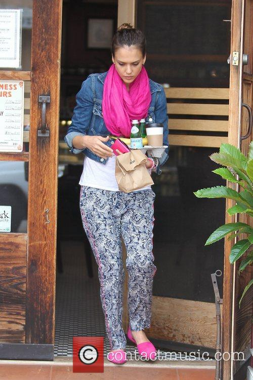 jessica alba stops for coffee in brentwood 5874632