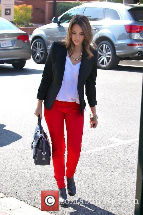 jessica alba wearing red pants as she 5761947