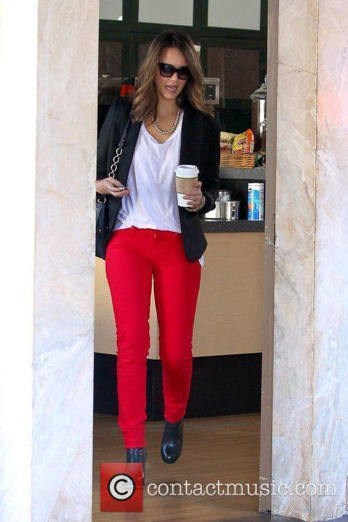 jessica alba wearing red pants as she 5761952