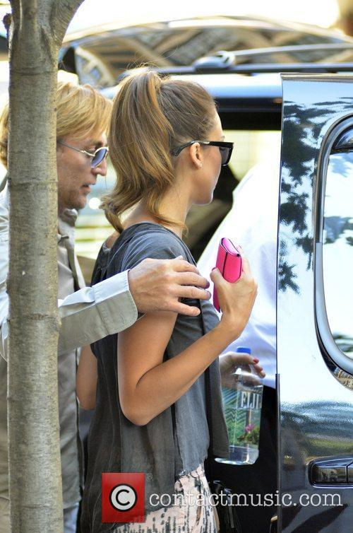jessica alba departs her hotel and heads 5883623
