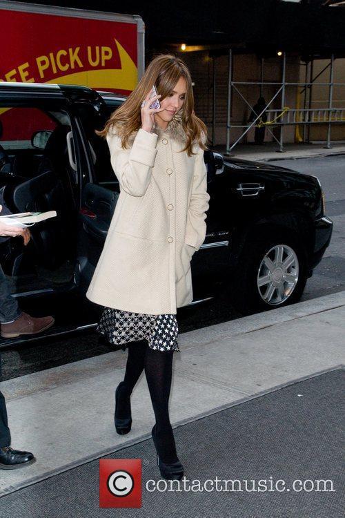 jessica alba arrives at her manhattan hotel 5782514