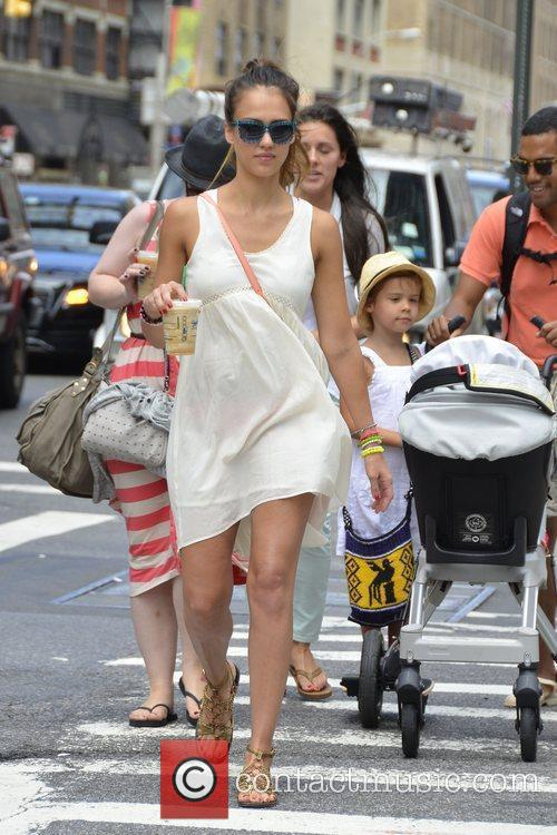 jessica alba and daughters honor marie warren 5885154