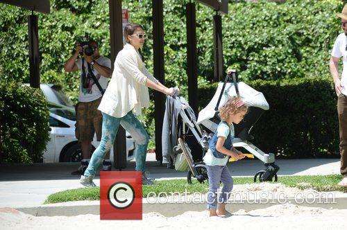jessica alba takes her daughters to a 3876258