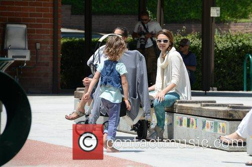 jessica alba takes her daughters to a 3876268
