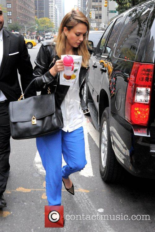 jessica alba goes shopping at whole foods 5926975