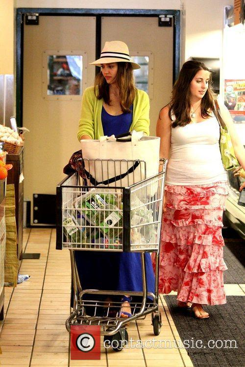 jessica alba shopping for groceries at whole 5847014