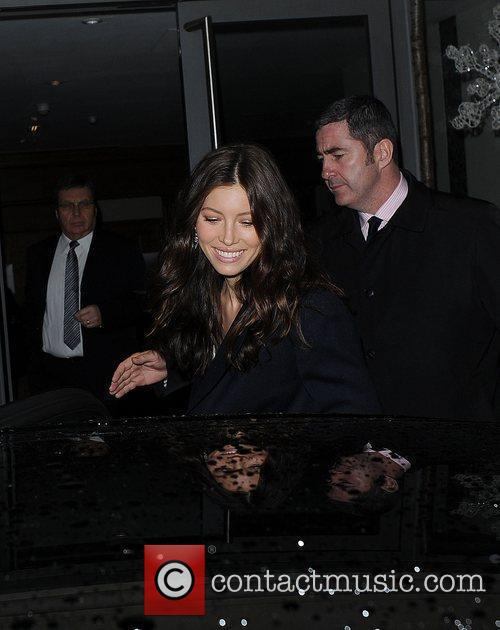 Jessica Biel leaves her hotel and heads for...