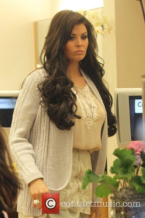 Jessica Wright  at Inanch salon getting hair...
