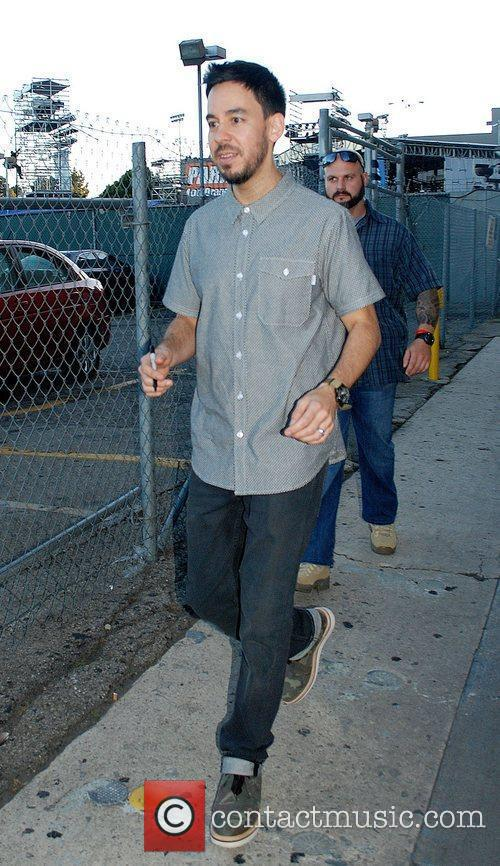mike shinoda of linkin park greets fans 3967508
