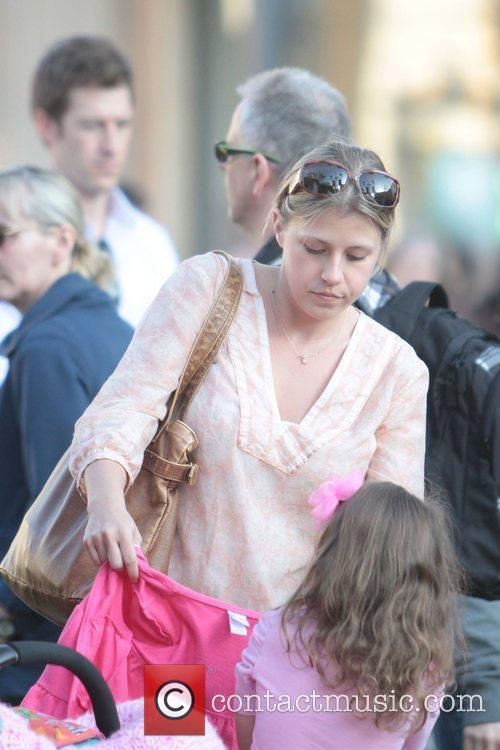 jodie sweetin hanging out at the grove 5814371