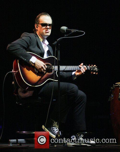 joe bonamassa performing at the hard rock 5968122