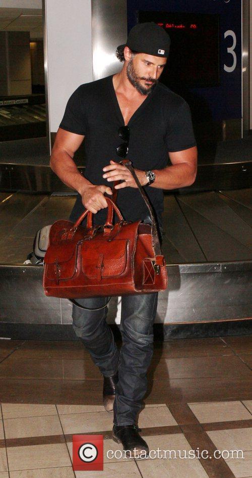 joe manganiello collects his baggage as he 4057378