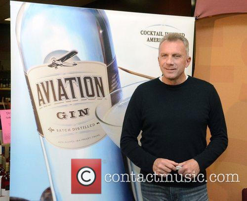 Joe Montana promoting Aviation Gin at Wine &...