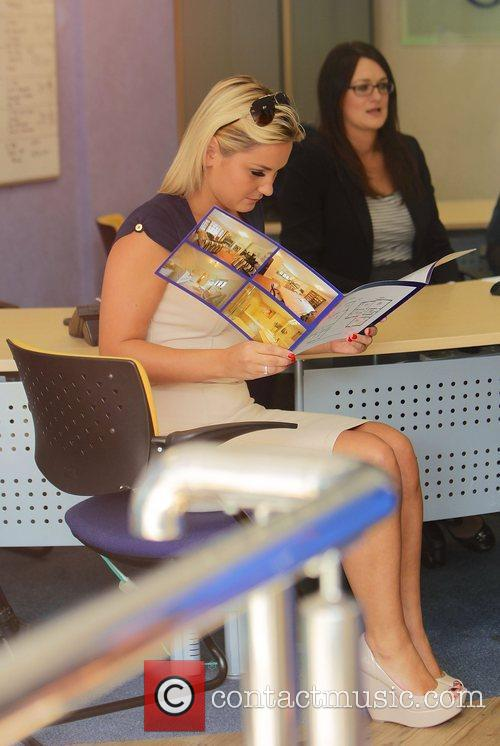 Sam Faiers visits a local estate agent for...