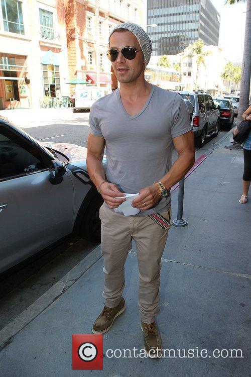 Joey Lawrence leaving a medical building in Beverly...