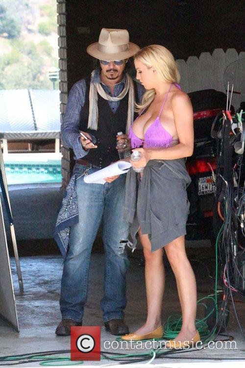 Jordan Carver and Johnny Depp 4