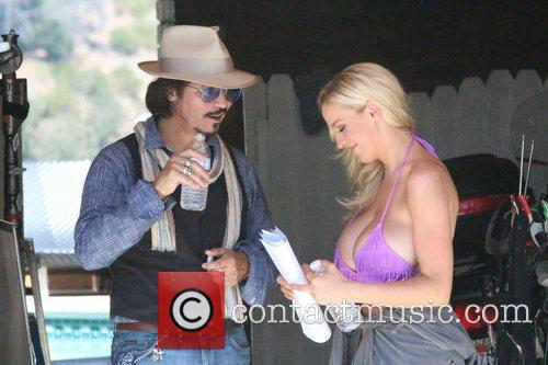 Jordan Carver and Johnny Depp 7