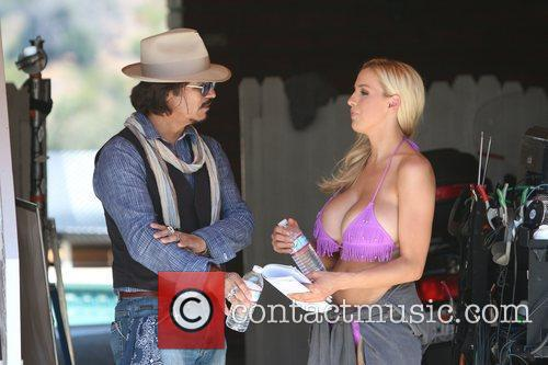 Jordan Carver and Johnny Depp 10
