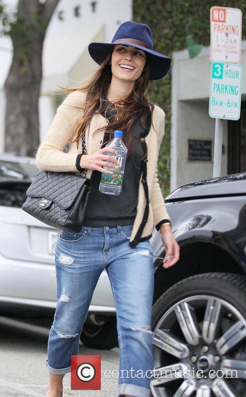 Jordana Brewster leaves Byron Tracey salon.