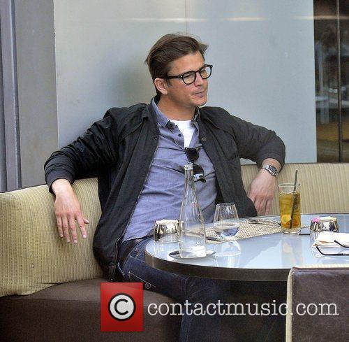 Josh Hartnett enjoys a meal at BOA in...