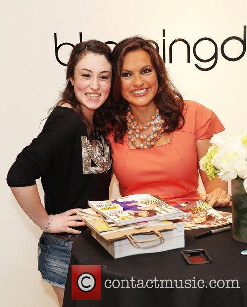 mariska hargitay makes an appearance at bloomingdales 5850935