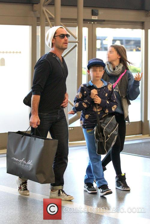 Jude Law, Rudy Law and Iris Law 9
