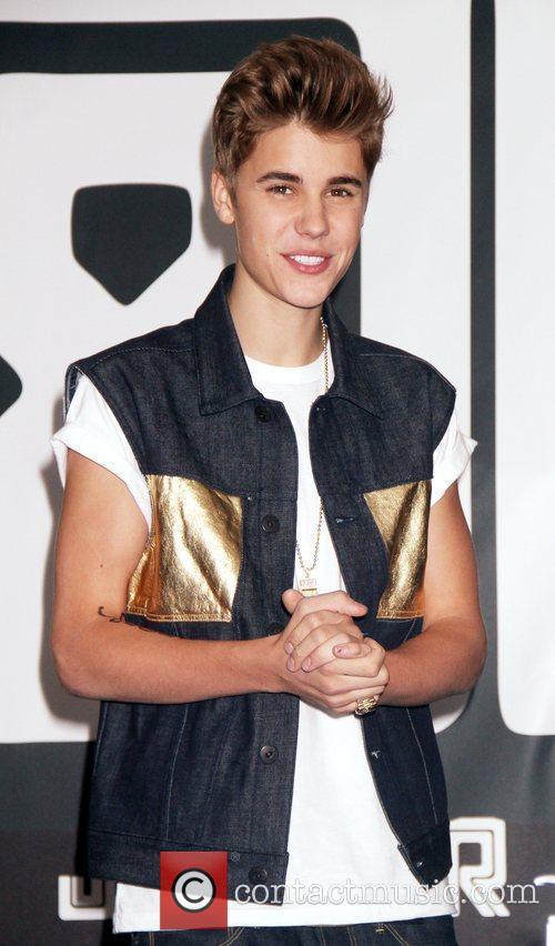 Justin Bieber Signing