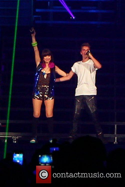 Carly Rae Jepsen supports Justin Bieber on his...