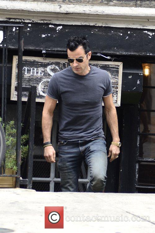 Justin Theroux strolling in Soho in Manhattan New...