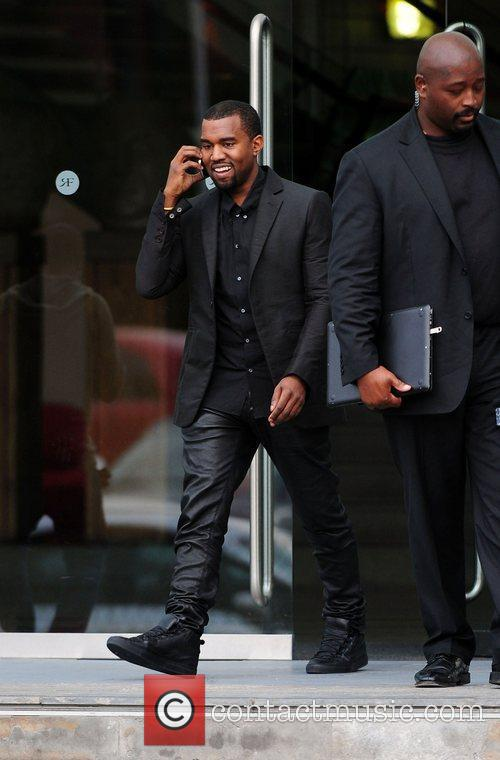 kanye west leaving his hotel manchester england   110612 3939006