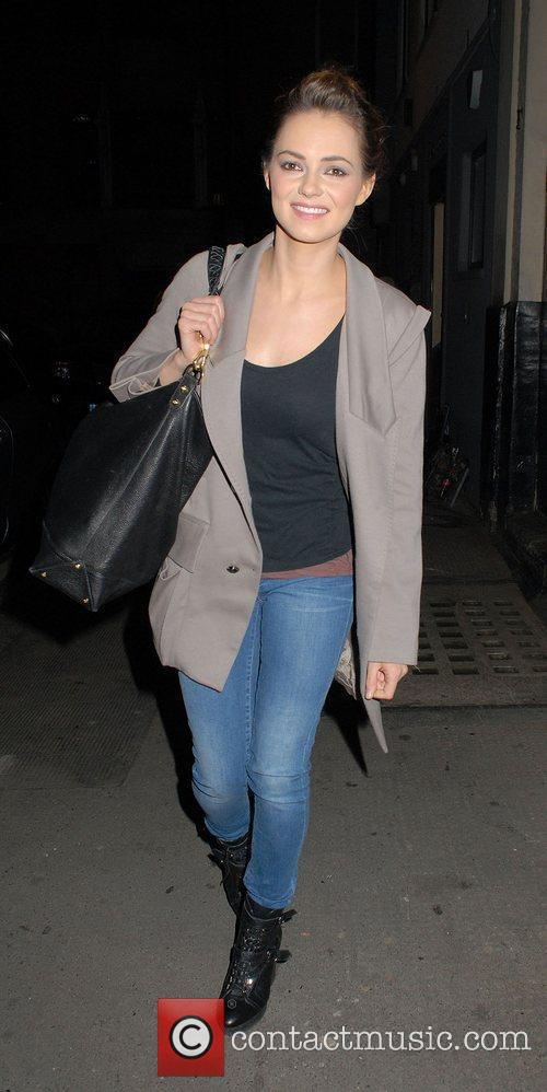 kara tointon carrying an oversized handbag and 3781287