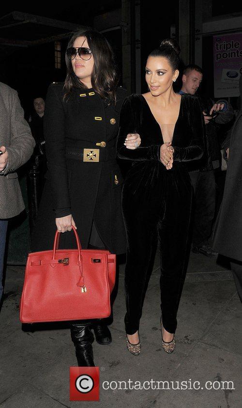 khloe kardashian and kim kardashian leaving hakkasan 4168783