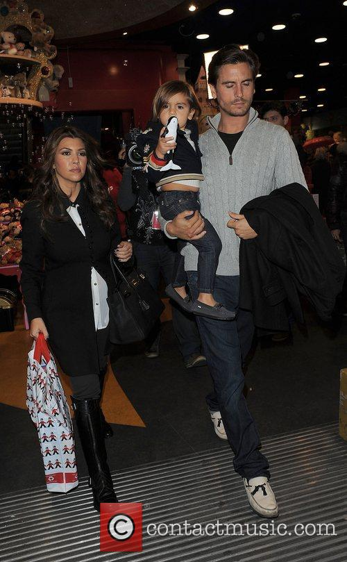 Kourtney Kardashian, Hamley, Scott Disick and Mason 10
