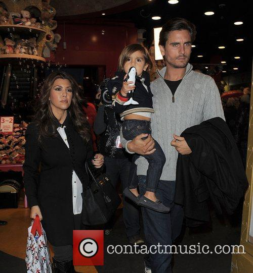 Kourtney Kardashian, Hamley, Scott Disick and Mason 6