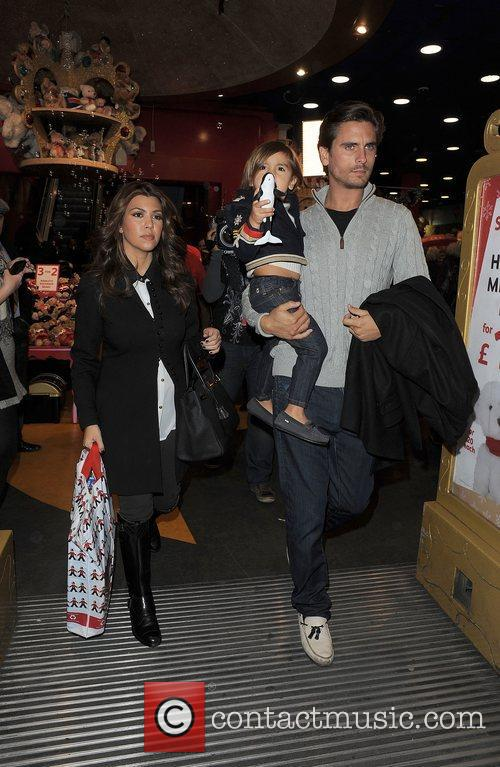 Kourtney Kardashian, Hamley, Scott Disick and Mason 5