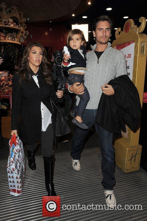 Kourtney Kardashian, Hamley, Scott Disick and Mason 2