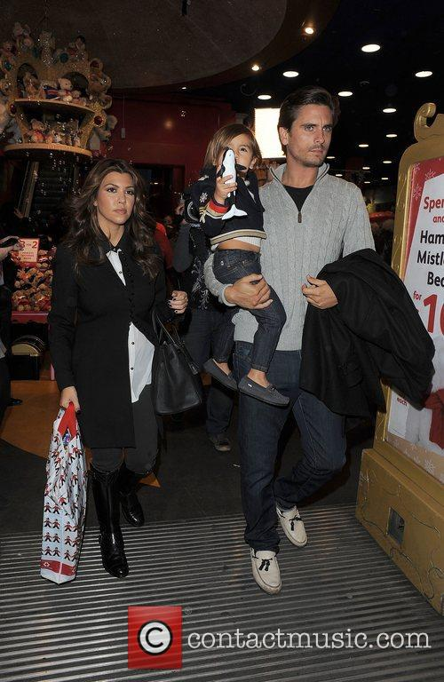 Kourtney Kardashian, Hamley, Scott Disick and Mason 4