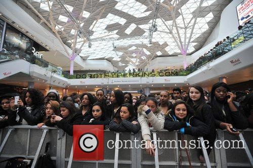 Police, Kardashian Sisters, Westfield London and Kardashian Kollection 6