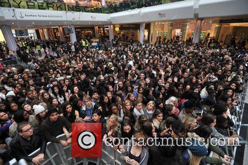 Police, Kardashian Sisters, Westfield London and Kardashian Kollection 18