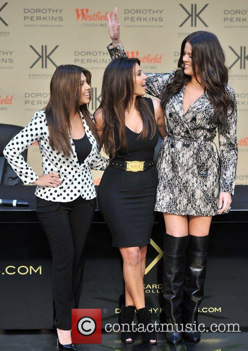 Khlo, Kardashian Odom, Kim Kardashian and Kourtney Kardashian 5